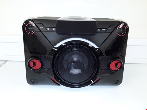 Lot 69 BLACKWEB POWER HOUSE BLUETOOTH CD SPEAKER