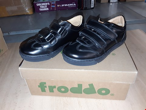 Lot 12455 BOXED FRODDO BLACK LEATHER VELCRO SHOES UK SIZE 13.5 JUNIOR