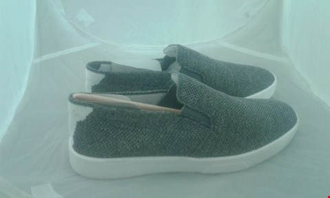 Lot 2087 PAIR OF CALVIN KLEIN IVES 2 HEATHERED KNIT SIZE 40