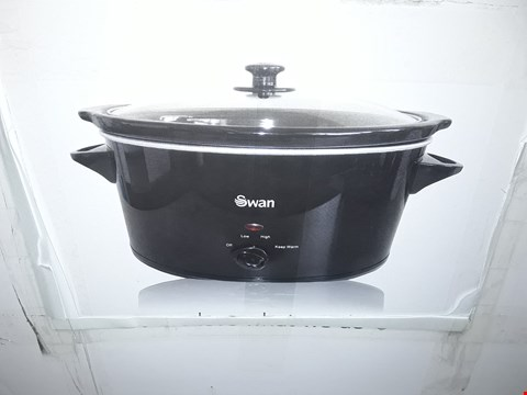 Lot 2385 BOXED SWAN 5.5L SLOW COOKER IN BLACK SF11041B RRP £40.00