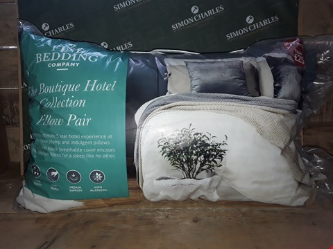 Lot 7150 THE FINE BEDDING COMPANY THE BOUTIQUE HOTEL COLLECTION PILLOW PAIR
