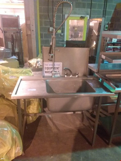 Lot 4018 STAINLESS STEEL WASH UNIT
