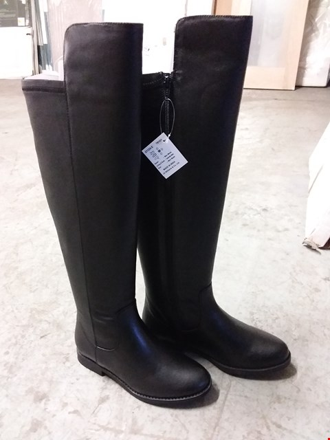 Lot 335 BOX OF 4 PAIRS OF LADIES KNEE HIGH BOOTS IN BLACK - VARIOUS SIZES