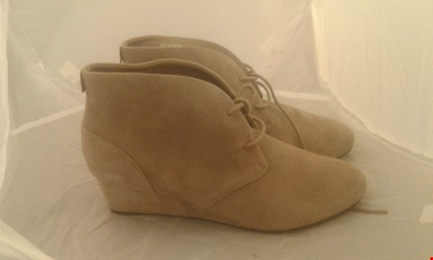 Lot 2053 PAIR OF CLARKS ARTISAN ANKLE BOOT SIZE 6