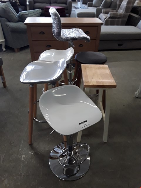 Lot 64 LOT OF 6 ASSORTED BAR STOOLS