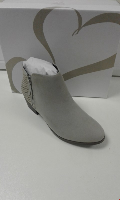 Lot 3006 BOXED ANDERSON 5 GREY MARL ANKLE BOOTS SIZE 8