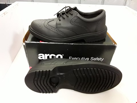 Lot 4018 PAIR OF DESIGNER BROGUE SAFETY SHOES IN THE STYLE OF ARCO SIZE UK 7