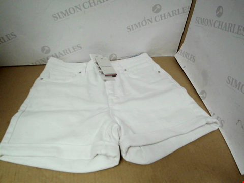 Lot 7171 TOMMY HILFIGER ROME HIGH WAISTED WHITE SHORTS