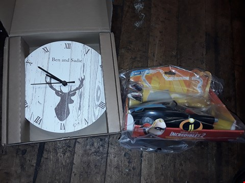 Lot 1278 LOT OF 2 ITEMS TO INCLUDE PERSONALISED STAG WOODEN CLOCK, DISNEY INCREDIBLES 2 MR INCREDIBLE AND THE INCREDIBILE RRP £52