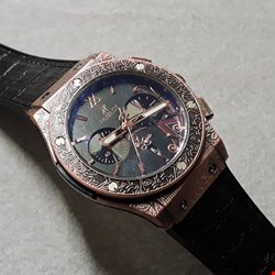 Lot 6022 HUBLOT STYLE DECLARATIVELY ENGRAVED BODIED WATCH WITH LEATHER STRAP