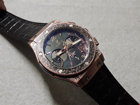 Lot 6019 HUBLOT STYLE DECLARATIVELY ENGRAVED BODIED WATCH WITH LEATHER STRAP
