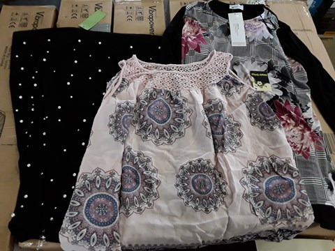 Lot 7928 BOX OF APPROXIMATELY 15 ASSORTED CLOTHING ITEMS TO INCLUDE PRINT FRONT SIDE SPLIT TUNIC, CROCHET NECK TOP, PEARL DETAIL PONCHO