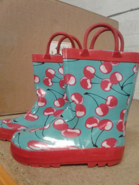 Lot 485 CHERRY DESIGN KIDS WELLINGTONS WITH HANDLES BLUE AND RED SIZE M RRP £15.99