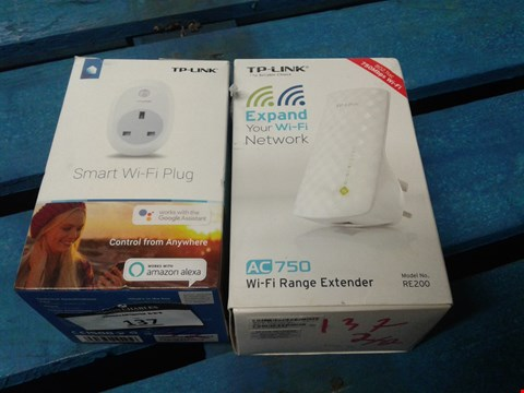 Lot 137 TP-LINK SMART WI-FI PLUG  AND TP-LINK AC750 WIFI RANGE EXTENDER