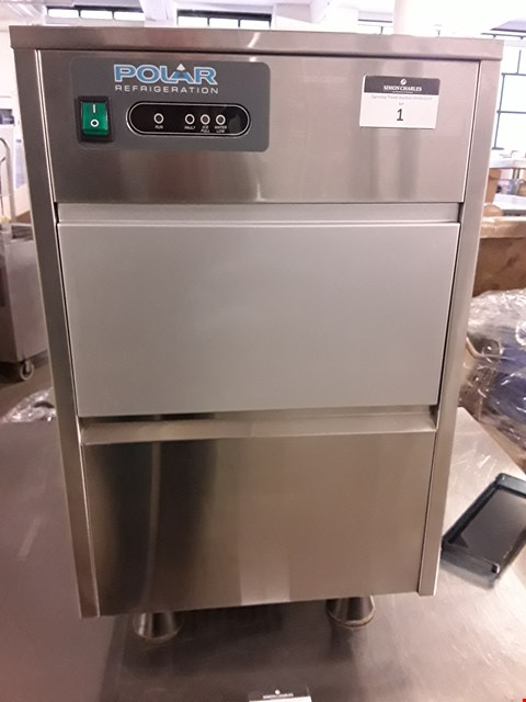 Lot 15 POLAR COUNTER TOP ICE MAKER MODEL T316