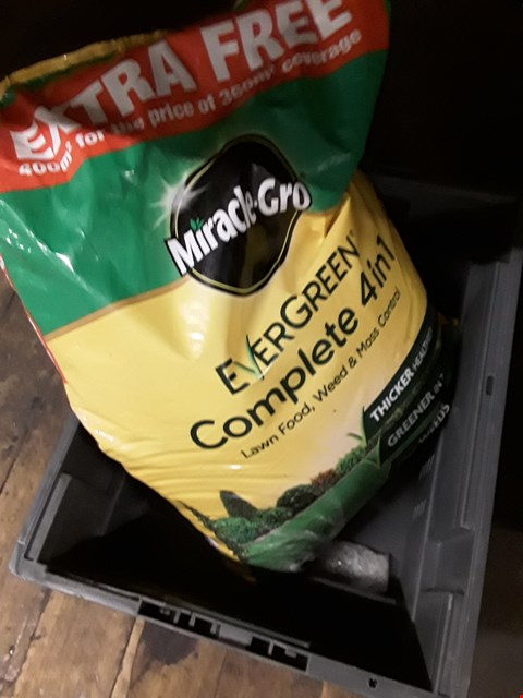Lot 61 A PACK OF MIRACLE -GRO EVERGREEN 4 IN 1 LAWN FOOD, WEED & MOSS CONTROL (BOX NOT INLUDED)
