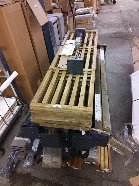 Lot 9072 PALLET OF ASSORTED POSTS AND PANELS