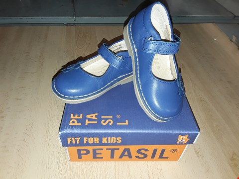 Lot 12339 BOXED PETASIL CARMEN DEEP BLUE LEATHER VELCRO STRAP SHOES UK SIZE 5.5 JUNIOR
