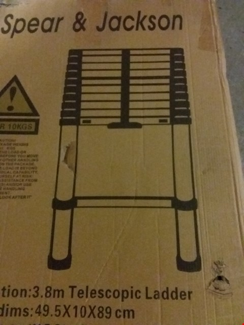 Lot 13829 LOT OF 2 ITEMS TO INCLUDE 3.8M TELESCOPIC LADDER, 60 X 40CM CERAMIC BATH MAT