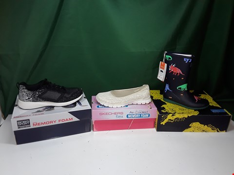 Lot 1114 LOT OF APPROXIMATELY 11 ASSORTED PAIRS OF SHOES TO INCLUDE SKETCHERS, BOB'S SPORT, JOULES