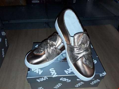 Lot 12483 BOXED STEP2WO SAFFY ROSE GOLD BOW DETAIL SLIP ON SHOES UK SIZE 2