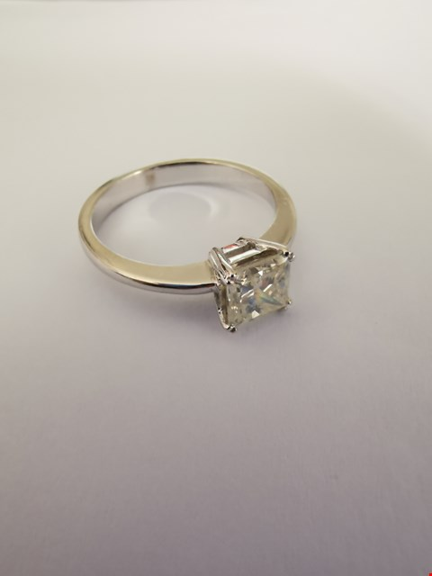 Lot 183 18CT WHITE GOLD RING SET WITH A PRINCESS CUT DIAMOND WEIGHING +/-1.02CT