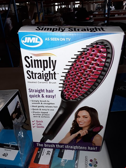 Lot 30 SIMPLY STRAIGHT HEATED CERAMIC BRUSH