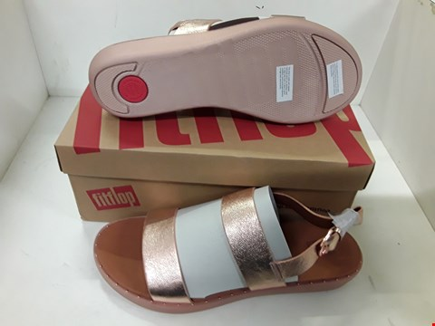Lot 4132 PAIR OF DESIGNER ROSE GOLD SANDALS IN THE STYLE OF FIT FLOP SIZE UK 6