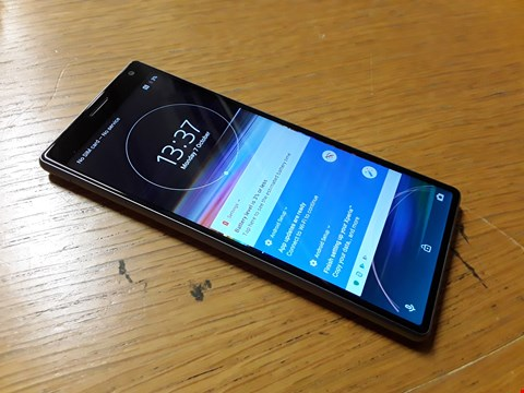 Lot 4015 UNBOXED SONY XPERIA 10 ANDROID SMART PHONE - SILVER