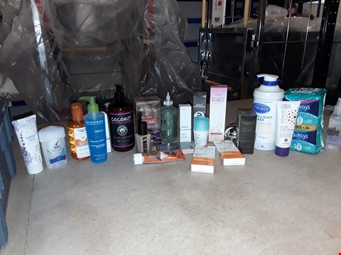 Lot 8047 A BOX OF APPROXIMATELY 20 ASSORTED COSMETICS TO INCLUDE,  24K GOLD FACIAL SERUM , HAIR ENEMY BUBBLE HAIR REMOVAL AND LAVENDER FIELDS HAND AND NAIL CREAM ETC