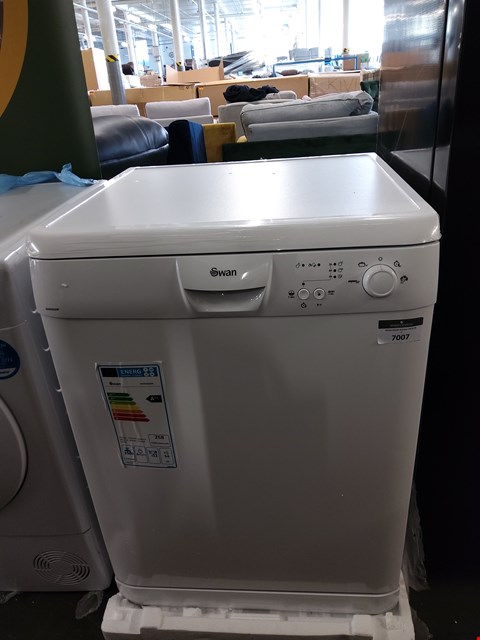 Lot 7007 SWAN SDW2022W WHITE FULL SIZE DISHWASHER  RRP £419.00
