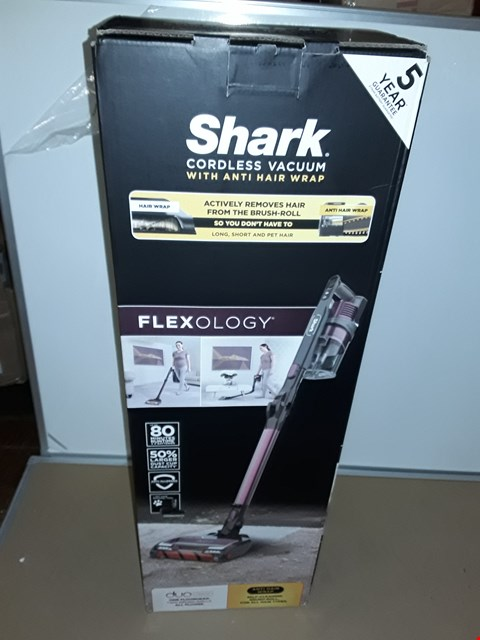 Lot 8060 SHARK FLEXOLOGY CORDLESS VACUUM CLEANER WITH ANTI HAIR WRAP