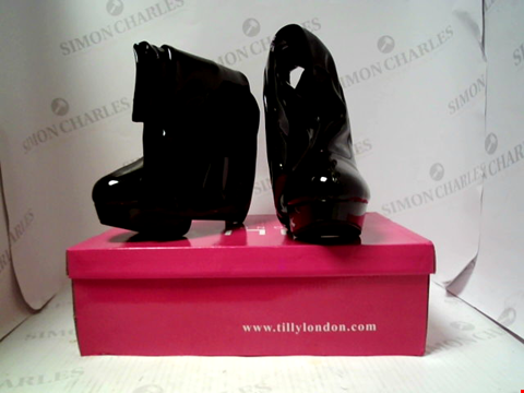 Lot 16111 BOXED PAIR OF DESIGNER TILLY LONDON BOOTS - UK SIZE 7