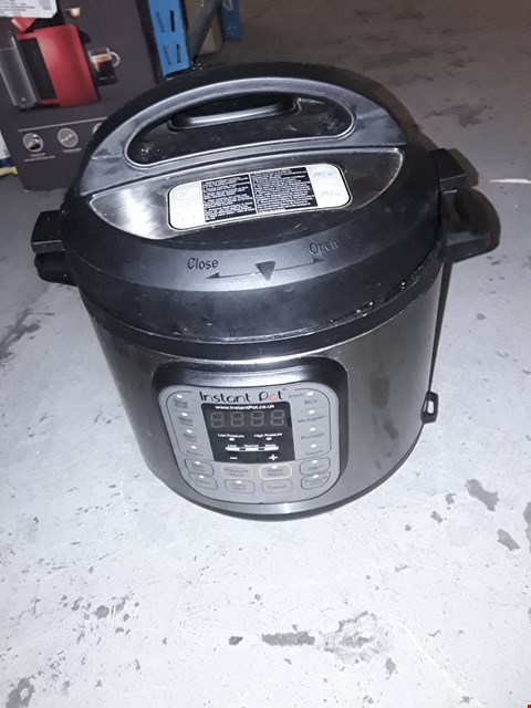 Lot 1891 INSTANT POT 7 IN 1 PRESSURE COOKER