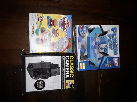 Lot 2128 LOT OF TOYS TO INCLUDE CLASSIC CAMERA, PLAY DOH KITCHEN AND PENGUIN PERIL