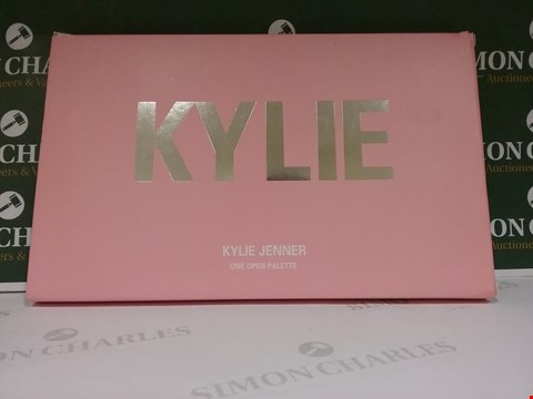 Lot 79 KYLIE JENNER ONE OPEN PALETTE