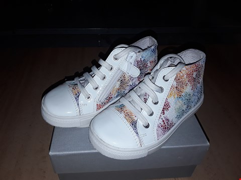 Lot 12581 BOXED CIAO FLORAL LACE/ZIP UP TRAINERS UK SIZE 7 JUNIOR