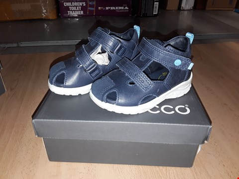 Lot 12284 BOXED ECCO CHILDRENS VELCRO MARINE BLUE SANDAL/TRAINERS UK UK CHILDRENS SIZE 5