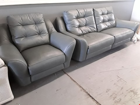 Lot 122 QUALITY BRITISH DESIGNER HARDWOOD FRAMED GREY BUTTONED BACK LEATHER RETRO SUITE, COMPRISING THREE SEATER SOFA  & EASY CHAIR