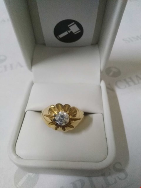Lot 25 18CT YELLOW GOLD GENTS RING SET WITH A DIAMOND WEIGHING +0.90CT RRP £3675.00
