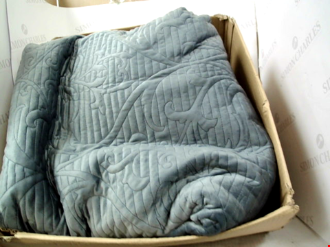 Lot 1225 BED THROW