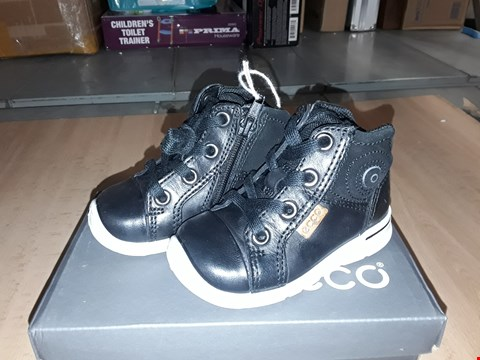 Lot 12289 BOXED ECCO CHILDRENS BLACK LEATHER LACE/ZIP UP BOOTS UK CHILDRENS SIZE 4