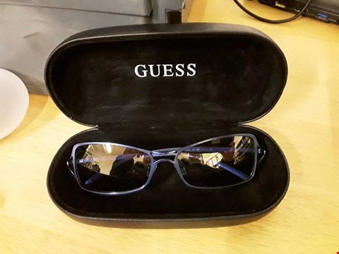 Lot 1574 GUESS STYLE COLBALT BLUE SUNGLASSES WITH CASE