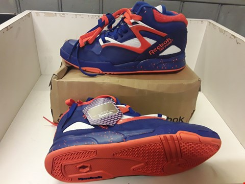 Lot 4050 PAIR OF DESIGNER RETRO TRAINERS IN THE STYLE OF REEBOK PUMP OMNI LITE SIZE UK 9