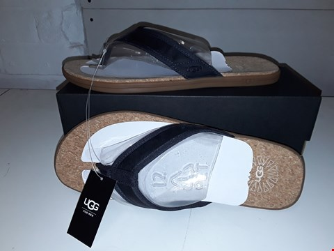 Lot 5433 BRAND NEW BOXED UGG FLIP FLOPS FOR MEN SIZE 8 IN BLACK