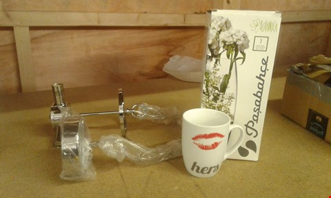 Lot 456 LOT OF 3 ITEMS TO INCLUDE AVON CEILING PENDANT, HERS MUG AND PERSONALISED FORGET ME NOT