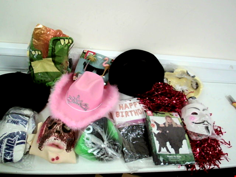 Lot 8123 LOT OF APPROXIMATELY 15 FANCY DRESS ITEMS TO INCLUDE PINK HAT, BAT WING AND TROPICAL GLASSES