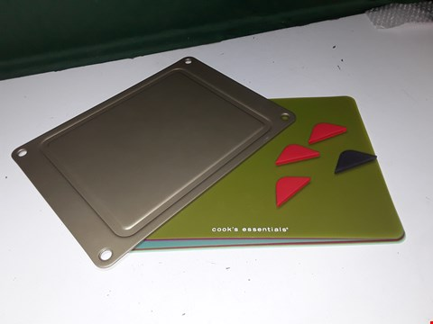 Lot 1320 10 COOK'S ESSENTIALS DEFROST BOARD WITH CUTTING MATS