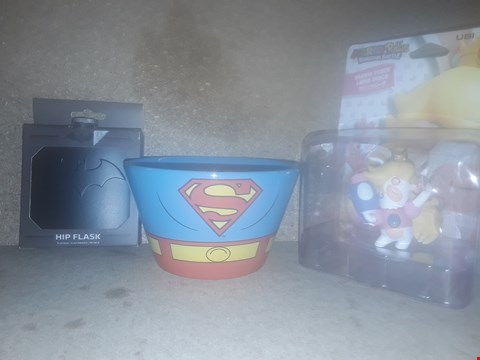 Lot 669 BOX OF APPROXIMATELY 23 BRAND NEW ITEMS TO INCLUDE MARIO + RABBITS RABBID PEACH, SUPERMAN CEREAL BOWL AND BATMAN HIP FLASK