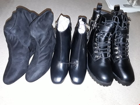 Lot 1838 LOT OF 6 ASSORTED BOXED FOOTWEAR ITEMS TO INCLUDE SLOUCHY MID CALF WEDGE BOOTS SIZE 4, BLOCK HEEL TRIM AND ZIPPER BOOTS SIZE 4, LACE & BUCKLE MILITARY BOOTS SIZE 7